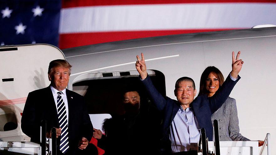 Kuzey Kore'nin serbest bıraktığı ABD'lileri Trump karşıladı