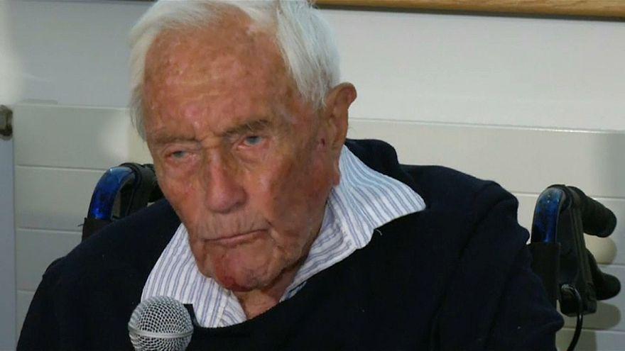 """العالم الأسترالي ديفيد غودال ينهي حياته ب""""الموت الرحيم"""" عن 104 أعوام"""
