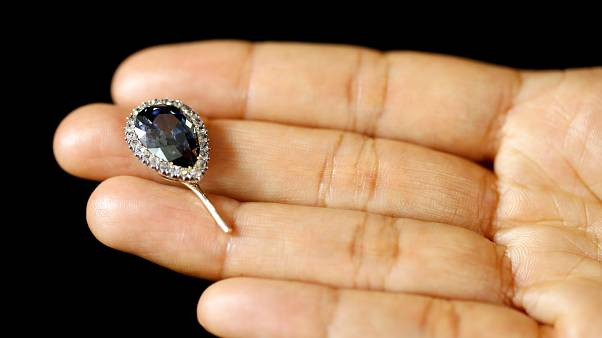 Több mint egymilliárd forintért kelhet el a spanyol királyné gyémántja