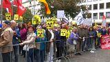 Macron bekommt Karlspreis und wird von Atomkraftgegnern empfangen