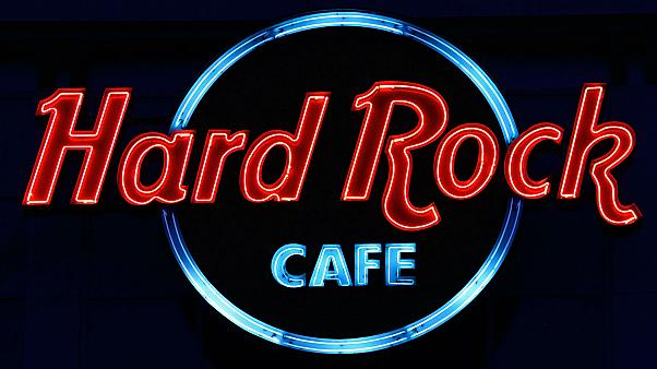 Women at Hard Rock Cafe told to 'wear skirts, not trousers'