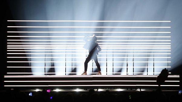 """Schwedens Benjamin tritt mit """"Dance You Off"""" im Halbfinale des ESC auf"""
