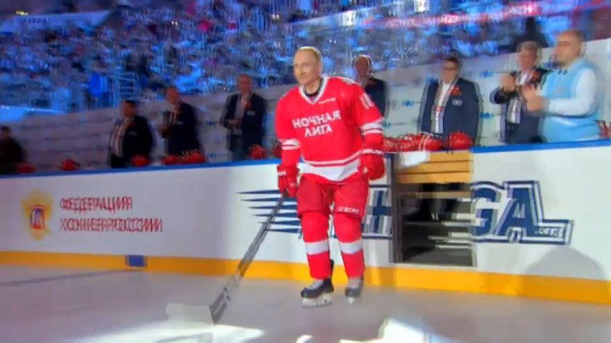 شاهد: بوتين لاعب الهوكي المخضرم