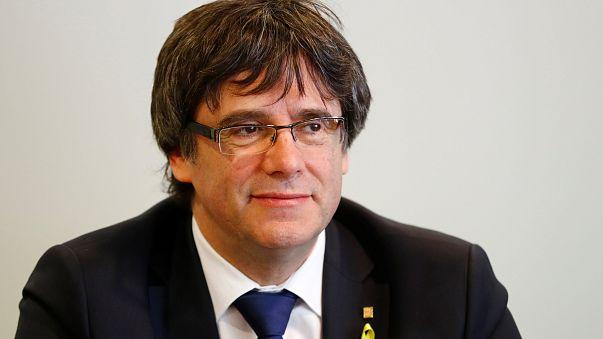 Carles Puigdemont renuncia à liderança do governo catalão