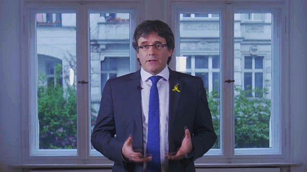Puigdemont bölgesel yönetim başkanlığından adaylığını çekti