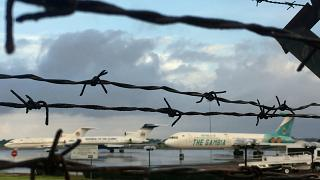 """طائرات وسيارات """"الرئيس الهارب"""" للبيع بسبب الديون"""