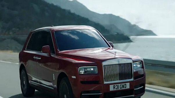 شاهد: رولس رويس تكشف عن أول سيارة SUV في تاريخها