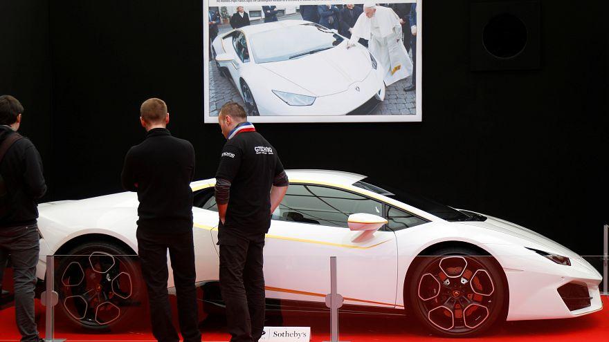 Lamborghini offerte au pape François vendue aux enchères Monaco 12/05/2017.