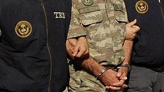 TSK'da 211'i muvazzaf 300 askere gözaltı
