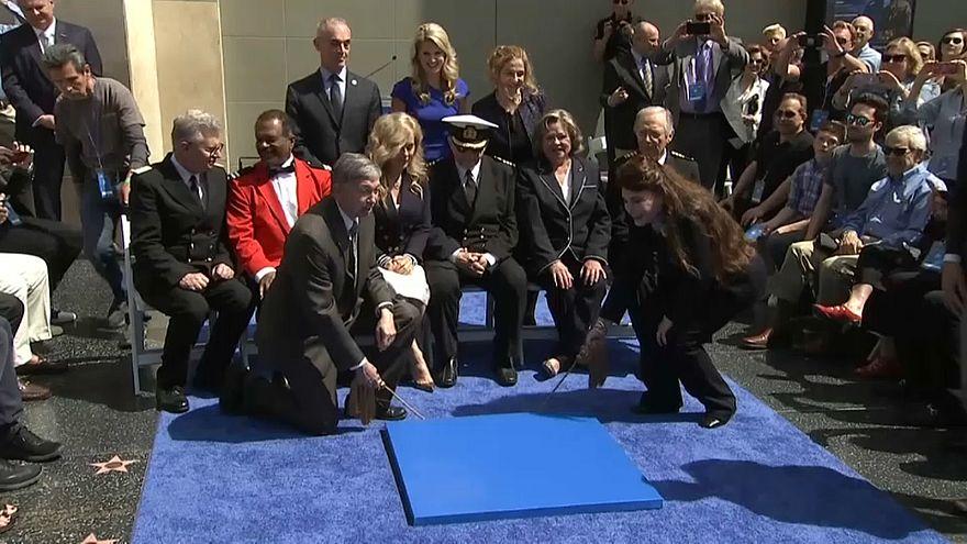 Il cast della serie alla consegna della stella sulla Walk of Fame a L.A,