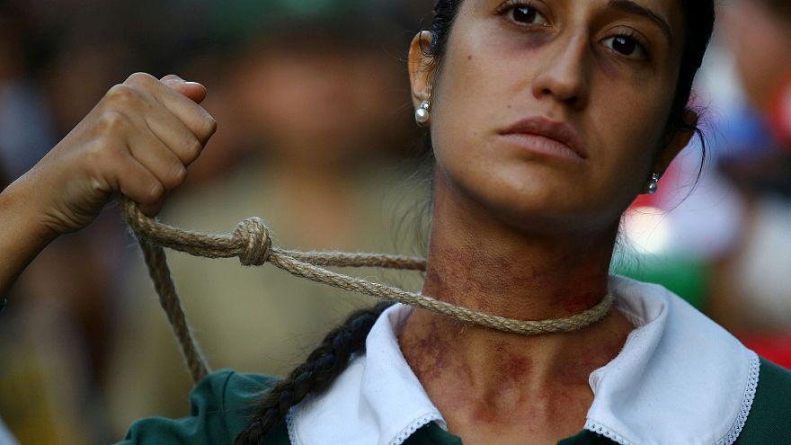 حكم بإعدام سودانية قتلت زوجها لأنه اغتصبها .. والعفو الدولية تستنكر