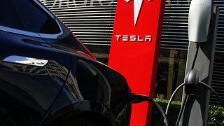ΗΠΑ: Ξανά στο στόχαστρο των αρχών η Tesla
