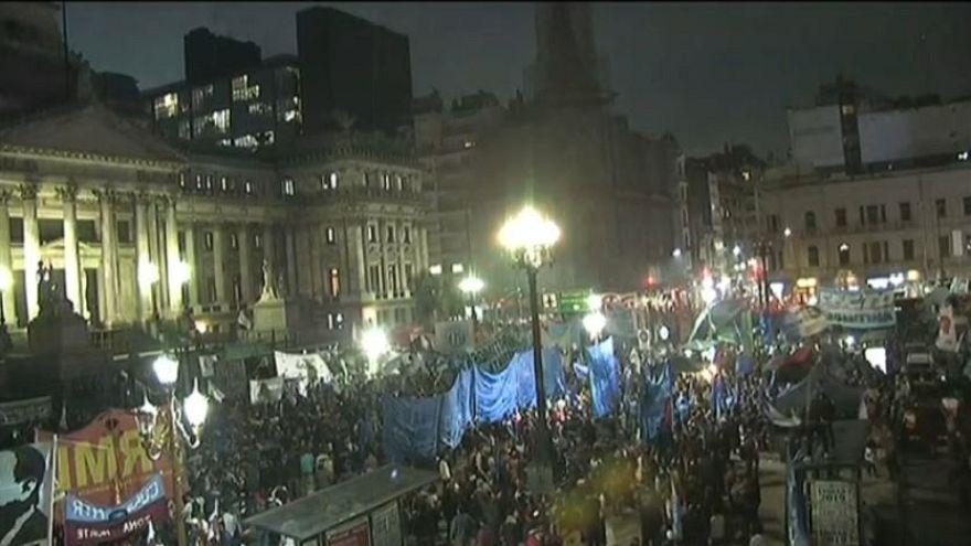 Argentina: Macri chiede aiuto al FMI, proteste di piazza