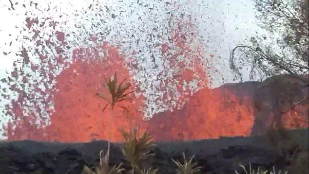 Glühend heiße Lava auf Hawaii