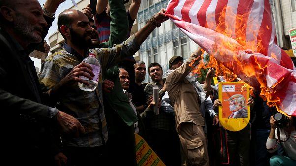ألاف الإيرانيين يتظاهرون ضد موقف ترامب من اتفاق النووي