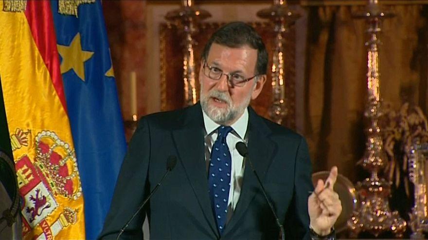 Rajoy blande el 155 y critica el pasado tuitero de Torra