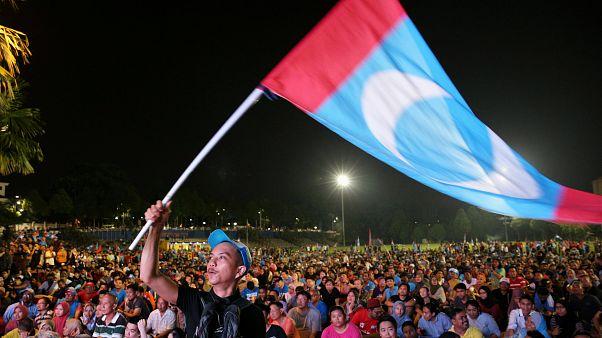 Wegen Homosexualität in Haft: Oppositionspolitiker Anwar kommt frei