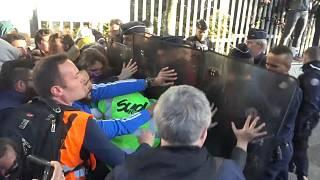 طلاب متظاهرون يمنعون آخرين من دخول اختبارات نهاية الفصل الدراسي بفرنسا