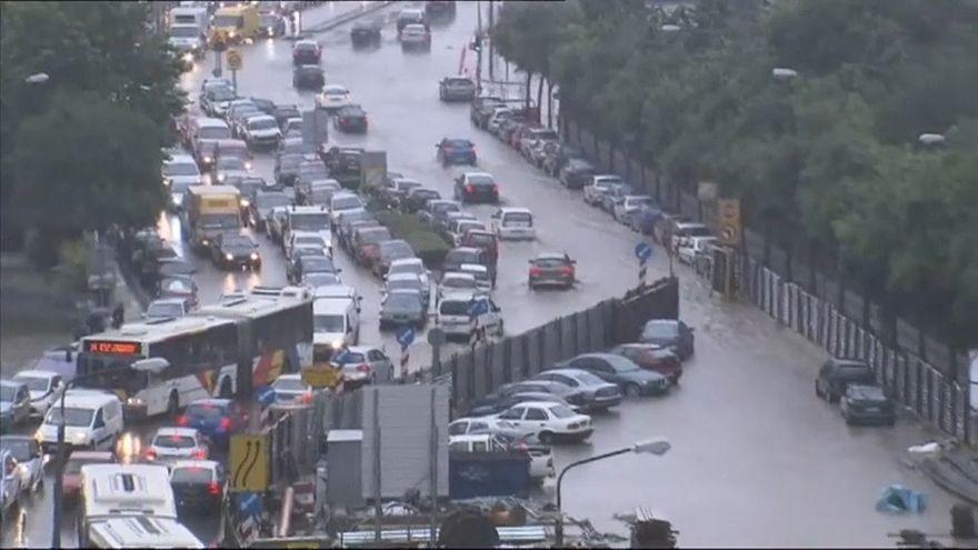 شاهد: أمطار الفيضانات تقتحم منازل تسالونيكي اليونانية