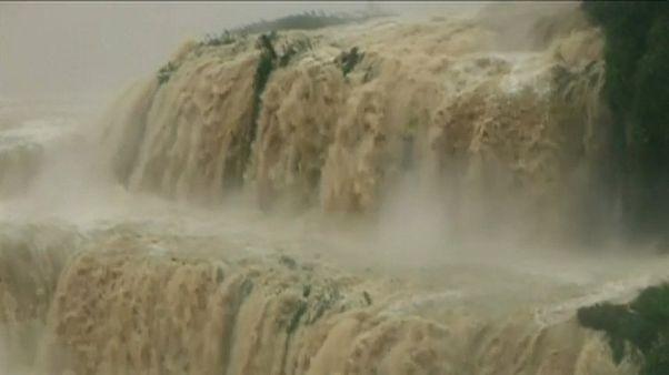 شاهد: تدفق مياه شلال ديتيان بصورة مثيرة