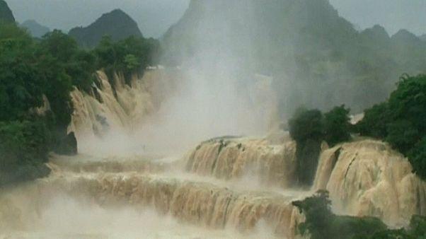 Пограничный водопад в сезон дождей