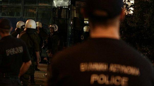 Συγκρούσεις χούλιγκαν στο κεντρο της Αθήνας
