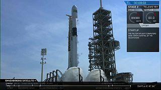 سبيس إكس تطلق صاروخا جديدا معدا لنقل مركبات مأهولة مستقبلا