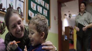 Ο στρατός τιμά τις μητέρες (βίντεο)