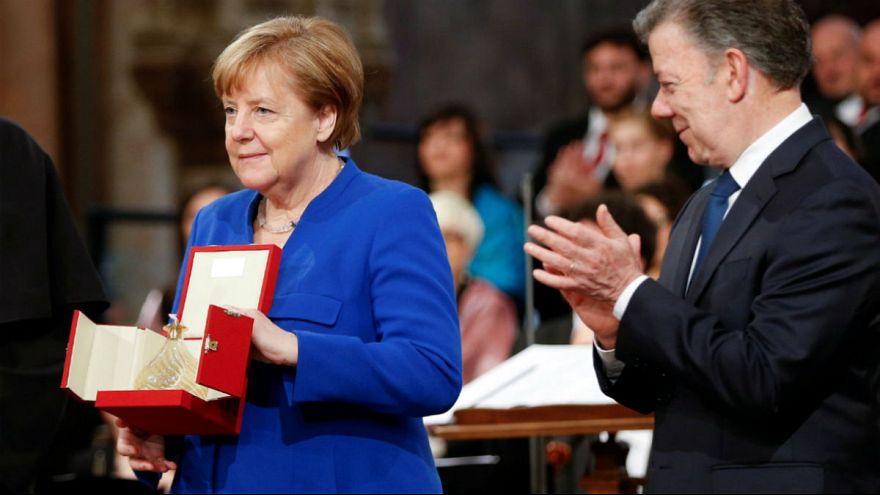 آنگلا مرکل در مراسم دریافت جایزه چراغ صلح در ایتالیا