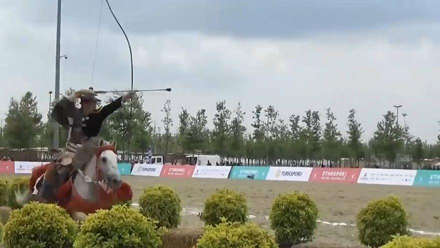 Hohe Kunst des Bogenschießens aus Japan
