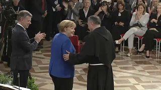 Merkel díjat kapott
