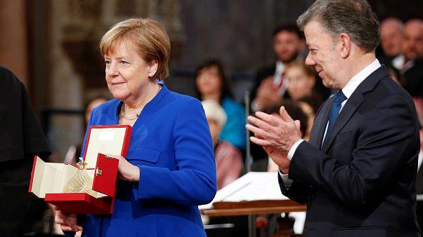 """Меркель вручили """"Лампаду мира"""""""