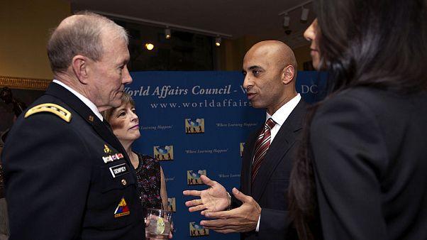 سفير الإمارات يوسف العتيبة مع رئيس هيئة الأركان المشتركة الأمريكية