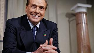 Silvio Berlusconi grinsend