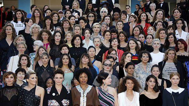 اعتراض نمادین ستارگان زن سینما به نابرابری جنسیتی بر روی فرش قرمز کن
