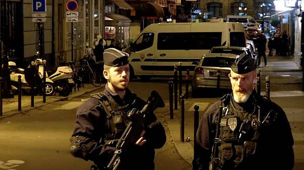 Paris'te bıçaklı saldırı: 1 ölü 4 yaralı