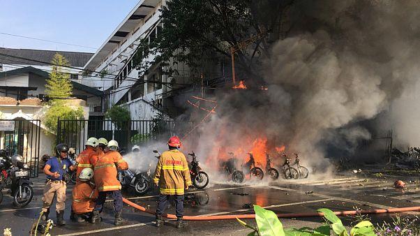 حملات انتحاری به ۳ کلیسا در اندونزی دهها کشته و زخمی بر جای گذاشت