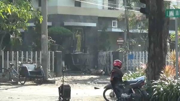 Varios muertos y numerosos heridos en atentados terroristas en Indonesia