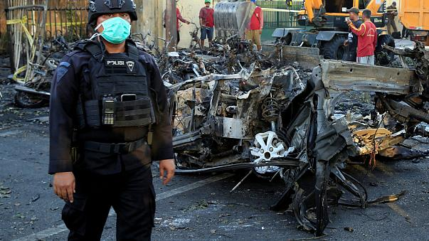 Endonezya'da kiliselere bombalı saldırı