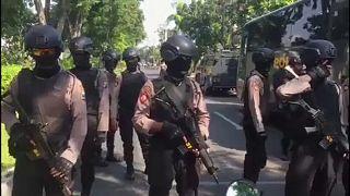 Három merénylet, legalább tizenegy halott Indonéziában