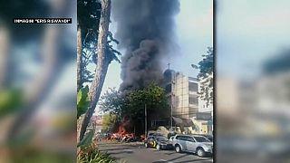 Indonesia: famiglia kamikaze fa strage in 3 chiese