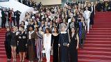 مسيرة الممثلات على البساط الأحمر في مهرجان كان تضامنا مع المرأة