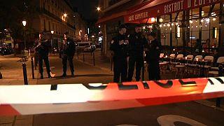"""Parigi, i testimoni: """"abbiamo sentito gridare, un attimo dopo c'era panico ovunque"""""""