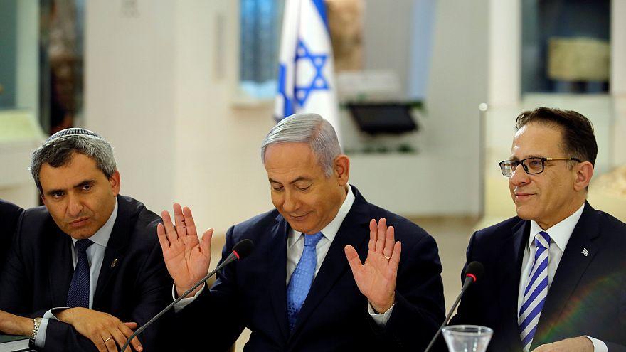"""Netanyahu dança como Netta e abre reunião do governo com """"Toy"""""""