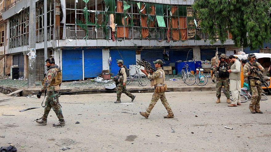 Afganistan'da silahlı saldırı: En az 15 kişi hayatını kaybetti