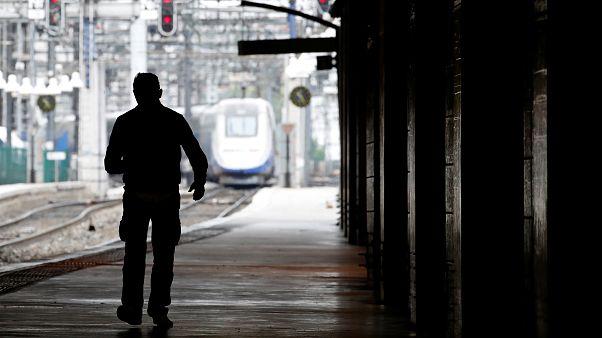 """Grève SNCF : une """"journée sans cheminots"""" et une consultation nationale"""
