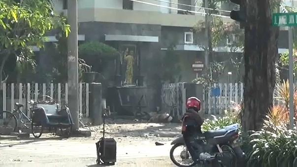 Полиция Индонезии: теракт совершили члены одной семьи