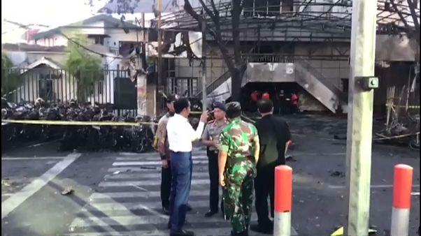 Miembros de una misma familia cometen varios atentados suicidas en Indonesia