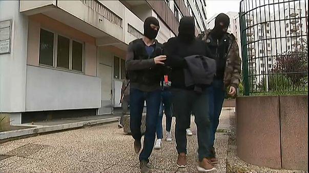 Теракт в Париже: новые аресты