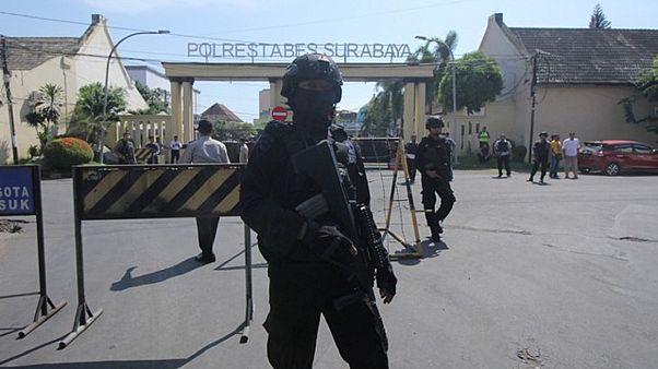 Ινδονησία: Eπίθεση αυτοκτονίας στο αρχηγείο της αστυνομίας